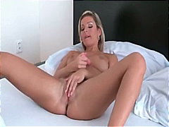 Porno: Masturbasya, Balaca Döşlər, Tənha, Sarışın