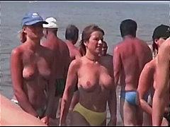 Porno: Jashtë Shtëpisë, Përmbledhje, Në Plazh, Kamera Fshehur