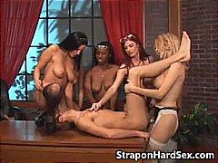 Porno: Femra Dominon, Kari, Bisexuale, Strapon