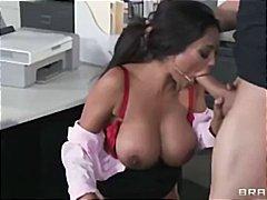 Porno: Indiane, Cicëmadhet, Në Zyre