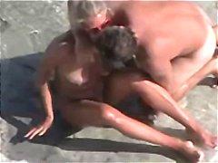 Porno: Viešumoje, Paplūdimyje