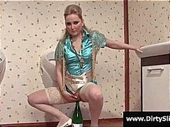 جنس: نكاح اليد, النيك من وراء ستار, حمام