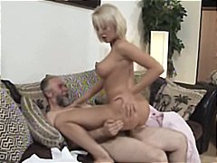 Porno: Sarışın, Qoca Cavan, Böyük Döşlər