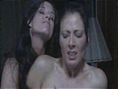 Porno: Qadın Kişini, Strapon, Lezbi