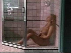 جنس: نشوة, دش, بلل, حمام