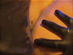 פורנו: גמירות, בגדי עור, בלונדיניות, חליפות גומי