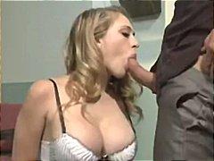 Порно: Големи Цицки, Задник