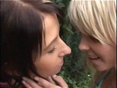 Porn: किशोरी, समलिंगी स्त्रियां, नकली लंड