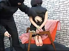 Porno: Saslēdzas, Meitene