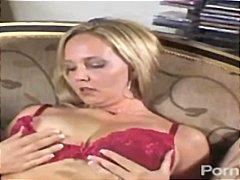 Porno: Tənha, Masturbasya, Böyük Döşlər, Divanda