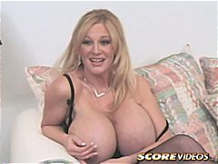 Porn: चाटना, चिकनी, बड़े स्तन