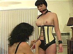جنس: تقييد وسادية, ملابس جلدية لامعة, نساء مسيطرات