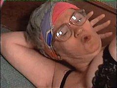 Porno: Karvane, Vanaema, Sukad
