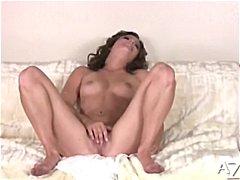 Porn: अधेड़ औरत, रगड़ना, काले बाल वाली