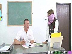 Porn: Šola, V Uniformi, Majhni Joški, Pobrita
