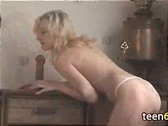 Porno: Sarışın, Striptiz, Rəqs