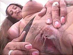 Porno: Esmer, Büyük Göğüsler, Boşalma