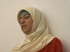 פורנו: ערביות, סטראפ-און, ווייר