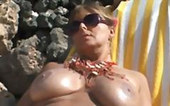 Porn: Ծովափ, Հասարակական, Մեծ Կրծքեր
