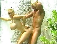 Porno: Në Plazh, Pornoyje, Cicëmadhet