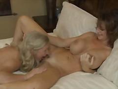 ポルノ: ポルノスター, どでかい, 自然な巨乳, 褐色美人