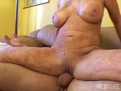 Porno: Fetitxe, Palla Amb Els Pits, Masturbació, Morenes