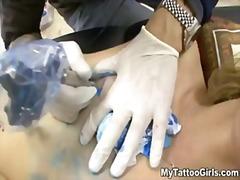 Porno: Loqkat, Tatuazhi, Bjondinat
