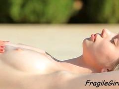 Porno: Hovuz, Lezbi, Yeniyetmə, Cılız