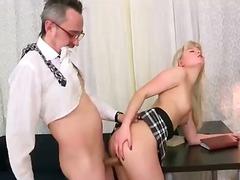 Porno: Rus, Sarışın, Yeniyetmə, Müəllimə