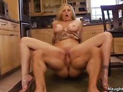 جنس: في المطبخ, صدور عالية, نهود كبيرة, مص