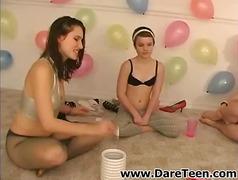 جنس: مراهقات, ملابس داخلية, مرح, حفلة