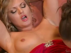 Порно: Убава, Дилдо, Прст, Природни Цицки
