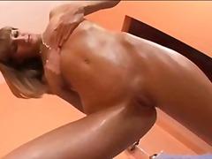 Порно: Брюнетки, Леко Порно, Събличане, Соло