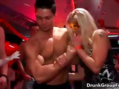 Porno: Në Ndeja, Në Grupë, Në Grupë, Banda