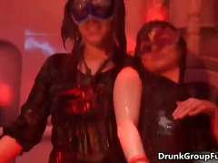 Porno: Vakarėlis, Brunetės, Lesbietės, Girtos