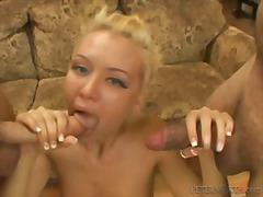 Porno: Tinejgjerkat, Bjondinat, Threesome, Thithje