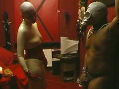 جنس: تقييد وسادية, ملابس جلدية لامعة, فتشية