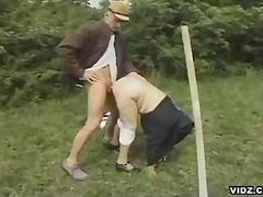 Porno: Qoca Nənə, Çöldə, Ağır Sikişmə