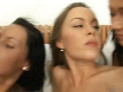 Phim sex: Đồng Tính Nữ, Trên Giường, Đồ Chơi, Cạo Lông