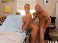 Porno: Ağır Sikişmə, Çalanşik, Böyük Döşlər, Sarışın