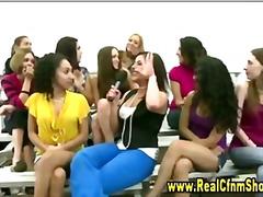 جنس: واقعى, نساء كاسيات ورجال عراه, هواه, نساء مسيطرات