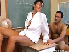 Porn: मिल्फ़, नौजवान मर्द संग