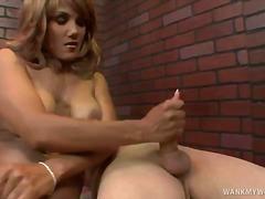 جنس: نكاح اليد, نيك قوى, بعبصة, تستمنى زبه بيدها