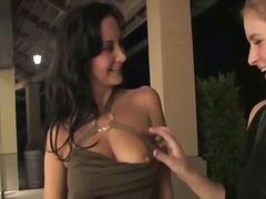 Порно: Брюнетки, Големи Цици, Яки Мацки, Големи Цици