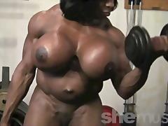 Porno: Cicëmadhet, Sex I Butë, Cicëmadhet, Me Zezake