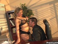 Porno: Boss, Sekretāre, Rokas Masturbācija, Blondīnes