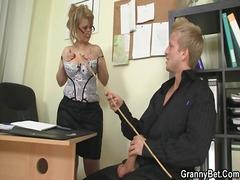 Porn: अधेड़ औरत, किशोरी, बुड्ढी औरत, पत्नी