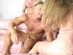 Porno: Brunetes, Vīrieši/sievieti, Skūpsti, Grupveida