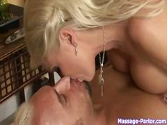 Porno: Suudlus, Milf, Suured Rinnad, Suhuvõtmine