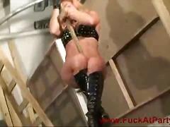 Porno: Bjondinat, Bytha